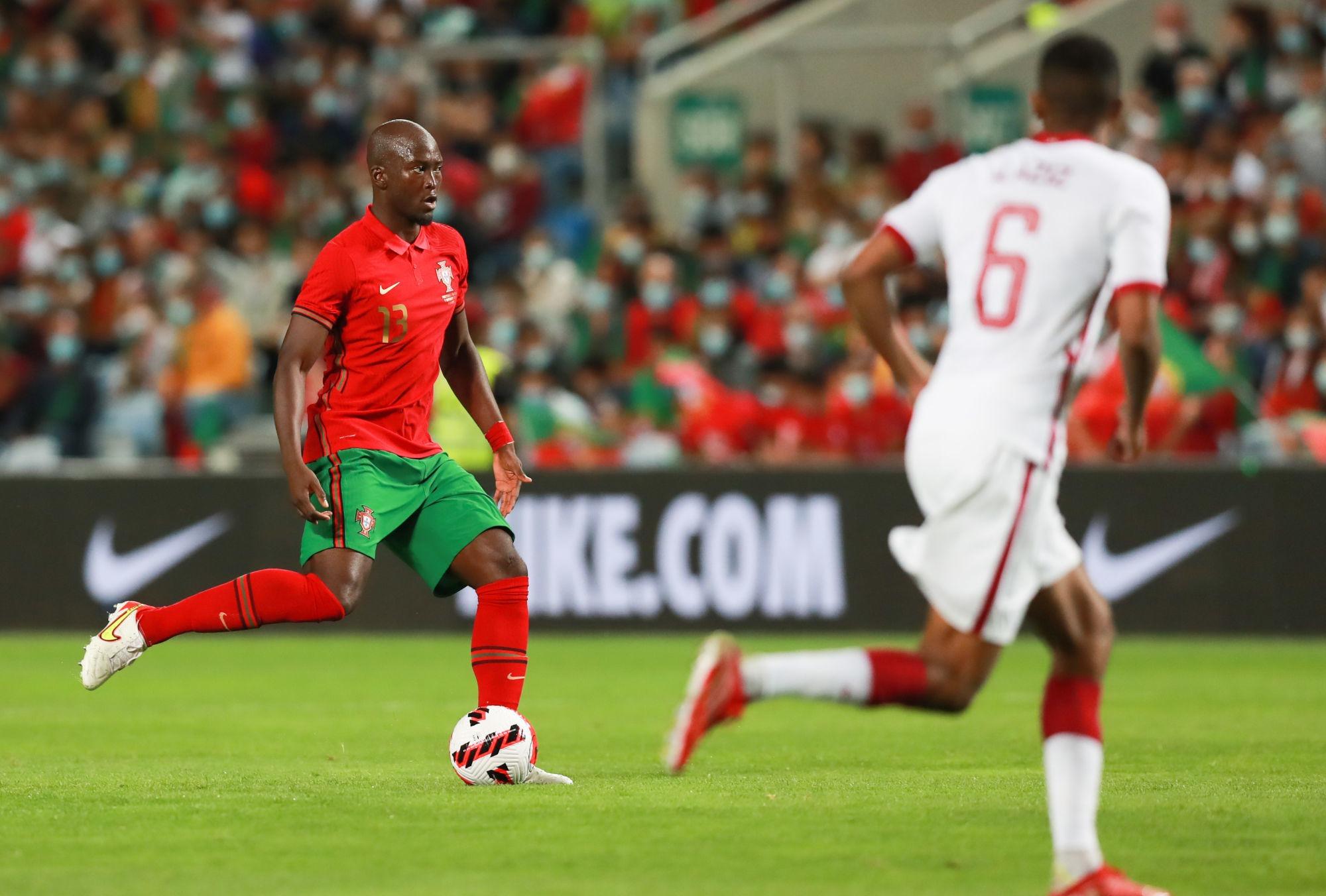 Qatar/Portugal - Danilo et Mendes en défense lors de la victoire portugaise