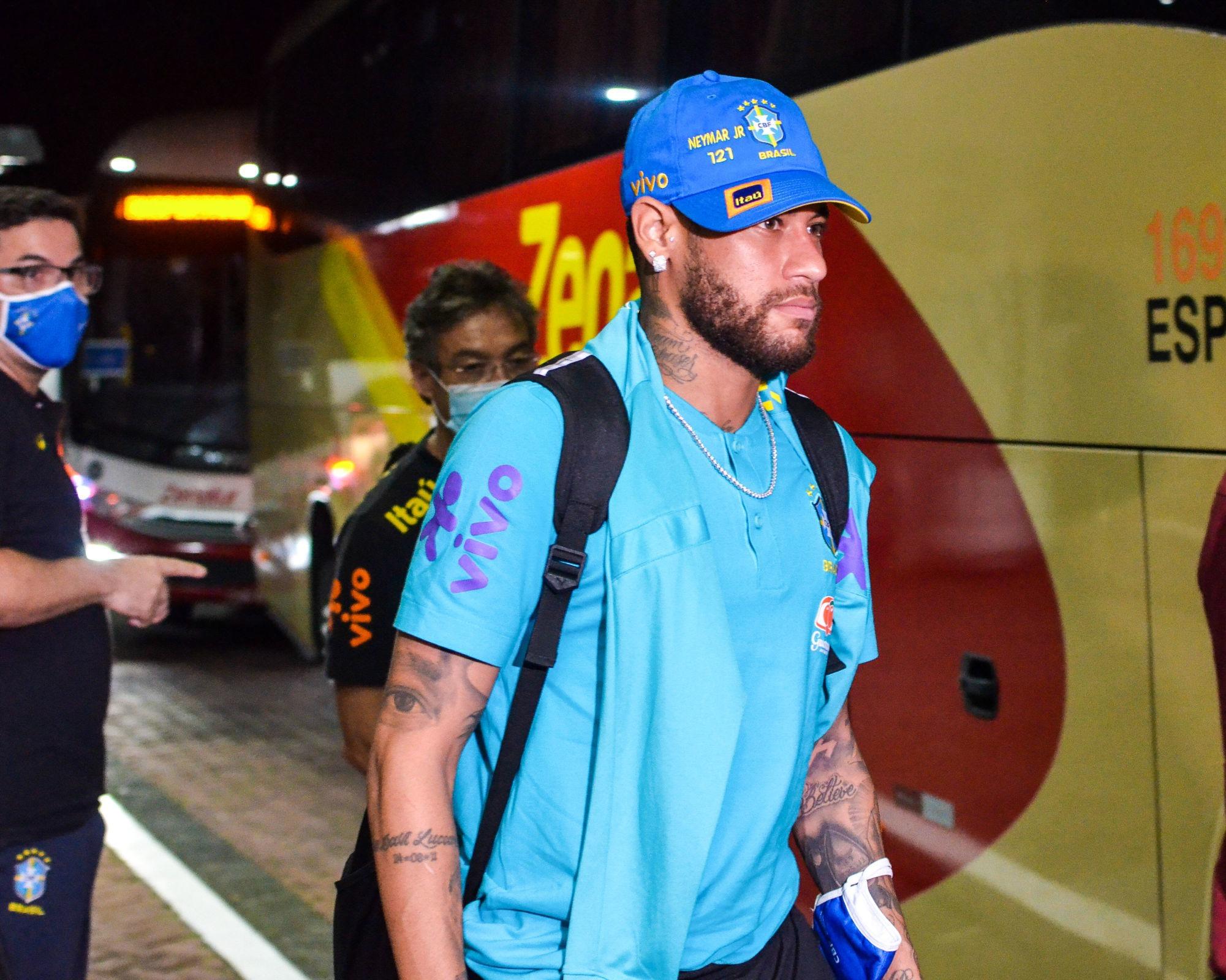 Neymar critiqué au Brésil à cause d'une photo avec un fan