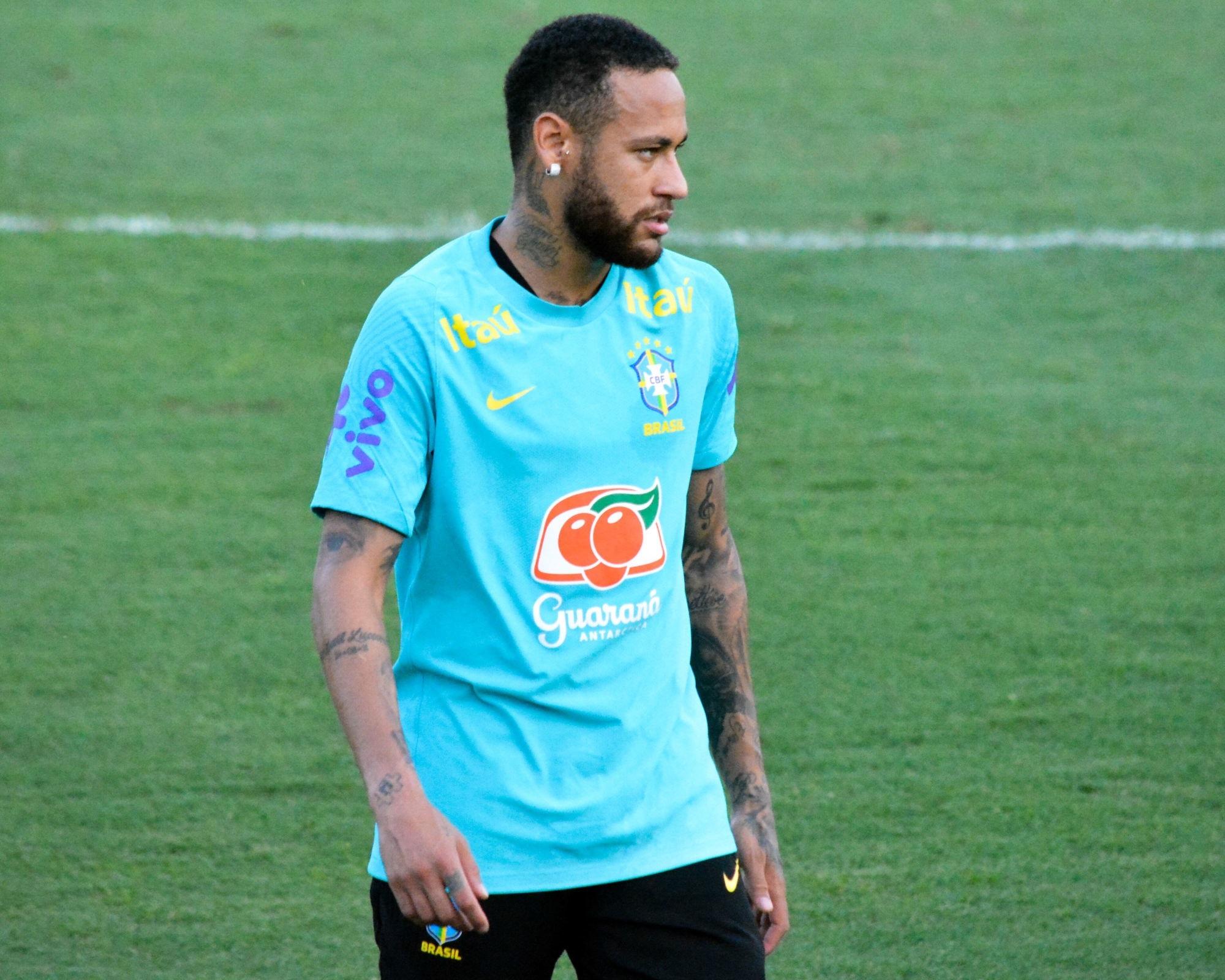 """Neymar en """"a marre"""" et sent le déclin arriver, affirme Jussiê"""